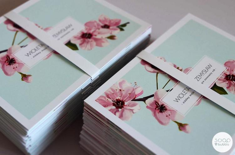 Pastelowe zaproszenia ślubne z motywem kwitnącej wiśni
