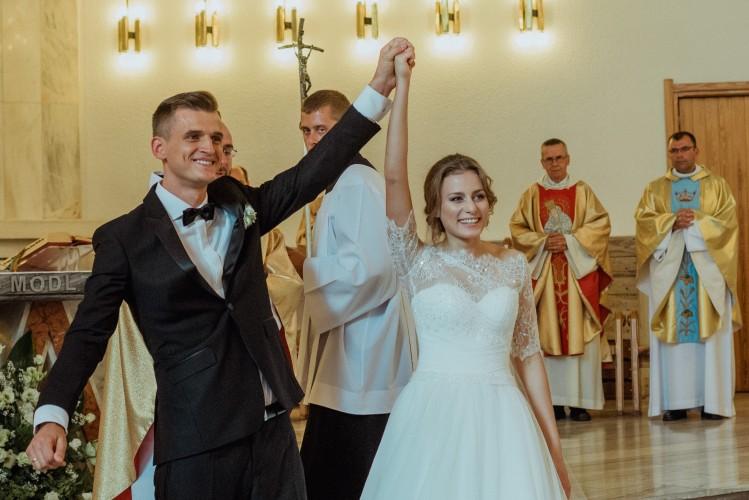 Jak burza! - tak określił relację Justyny i Maćka ich świadek. Ich wesele nie mogło być inne!