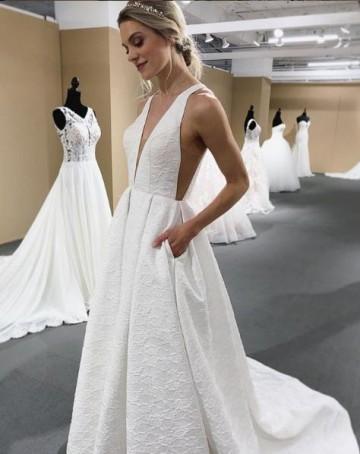 b913705a8b Prosta suknia ślubna z kolekcji MoriLee jesień 2019