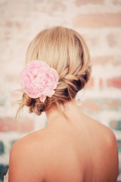 pudrowy roz dekoracje wesele slub suknia dodatki