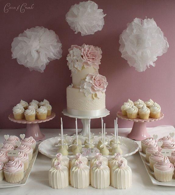 Wedding Mini Dessert Table: Tort Weselny Z Babeczek