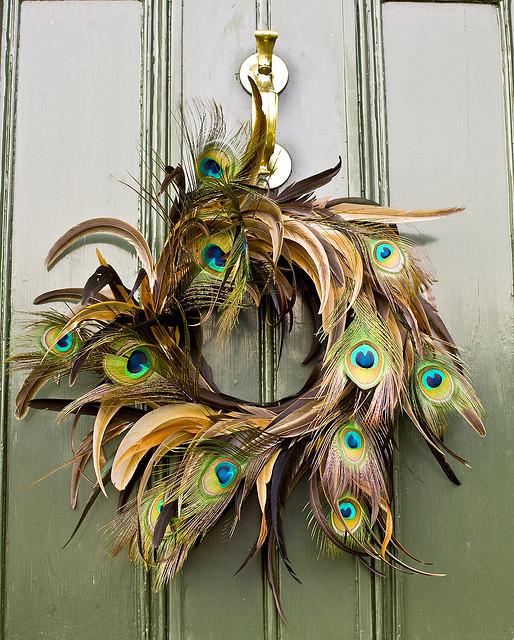 pawie piora wieniec na drzwi dekoracja