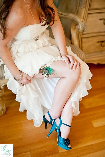 pawie pioro podwiazka panna mloda turkusowe buty