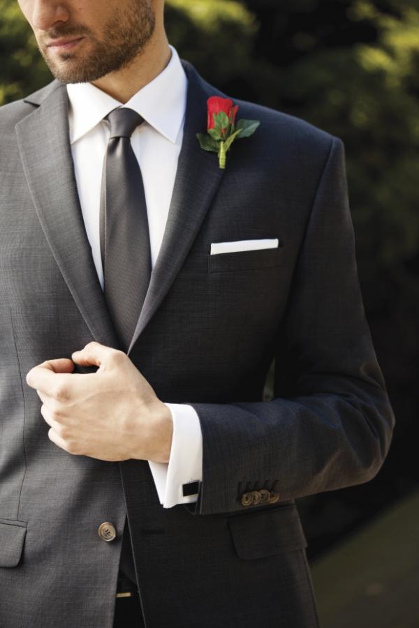 af1bedbfb76eb W ramach wprowadzenia zacznijmy od wyjaśnienia jakie garnitury najczęściej  spotykamy w salonach mody i sklepach oferujących elegancki męski asortyment.