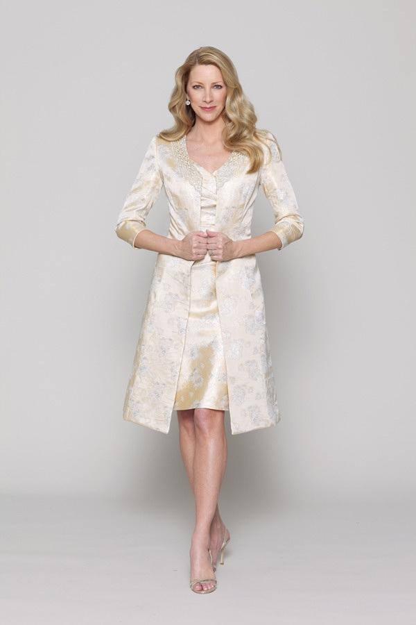04ffc4eb40 Na ślub cywilny dobrym pomysłem zamiast sukienki będzie garsonka ze  spódnicą lub spodniami.