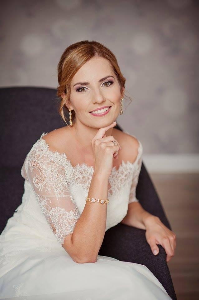 b3f5f3bc70 Jak dopasować biżuterię ślubną do sukni