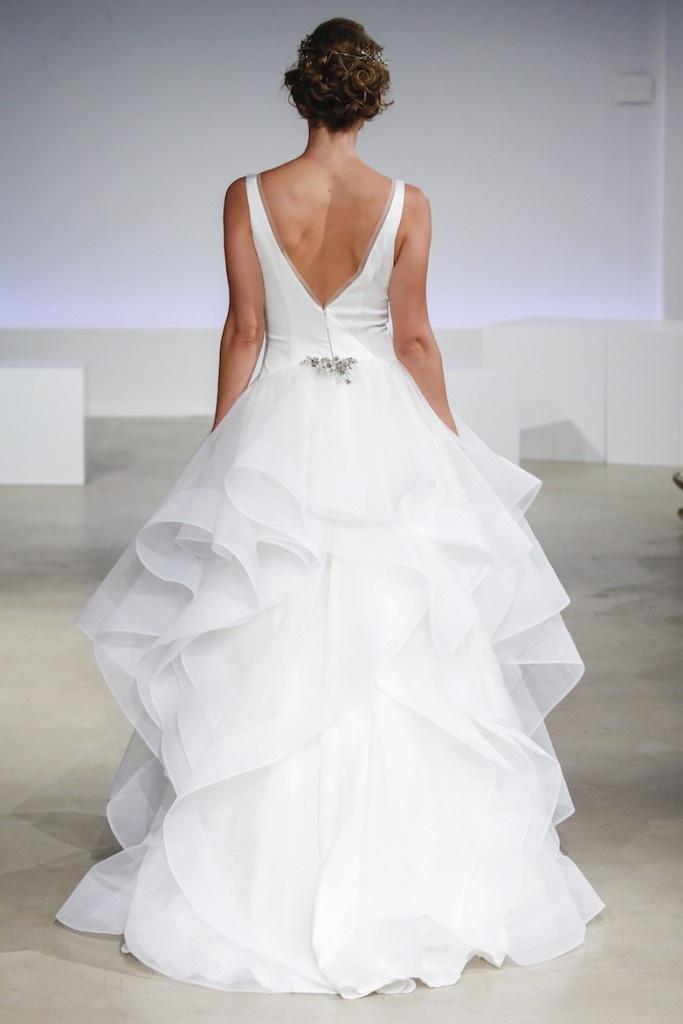 0dcad1a1d5 źrodło  pinterest.com   suknia  Anne Barge