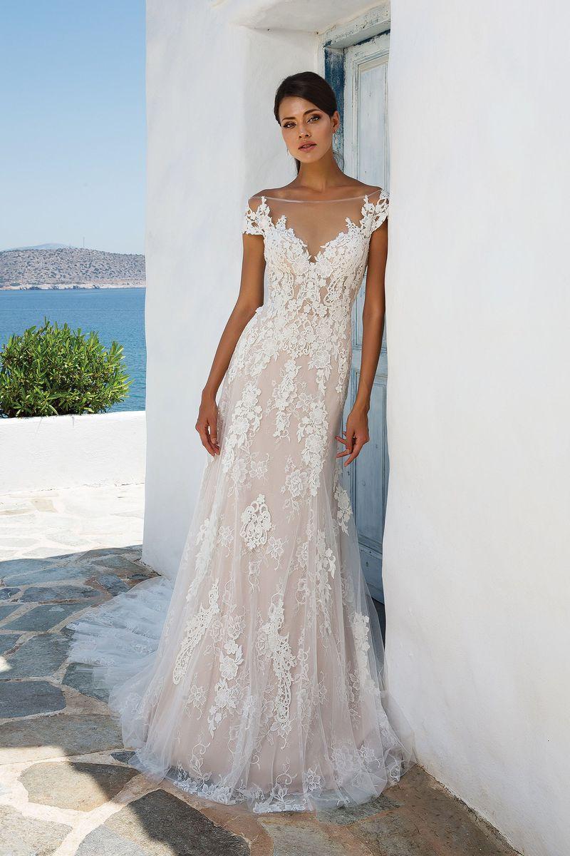 4014a28175 Romantyczny trend sezonu  suknie ślubne z opadającymi ramiączkami