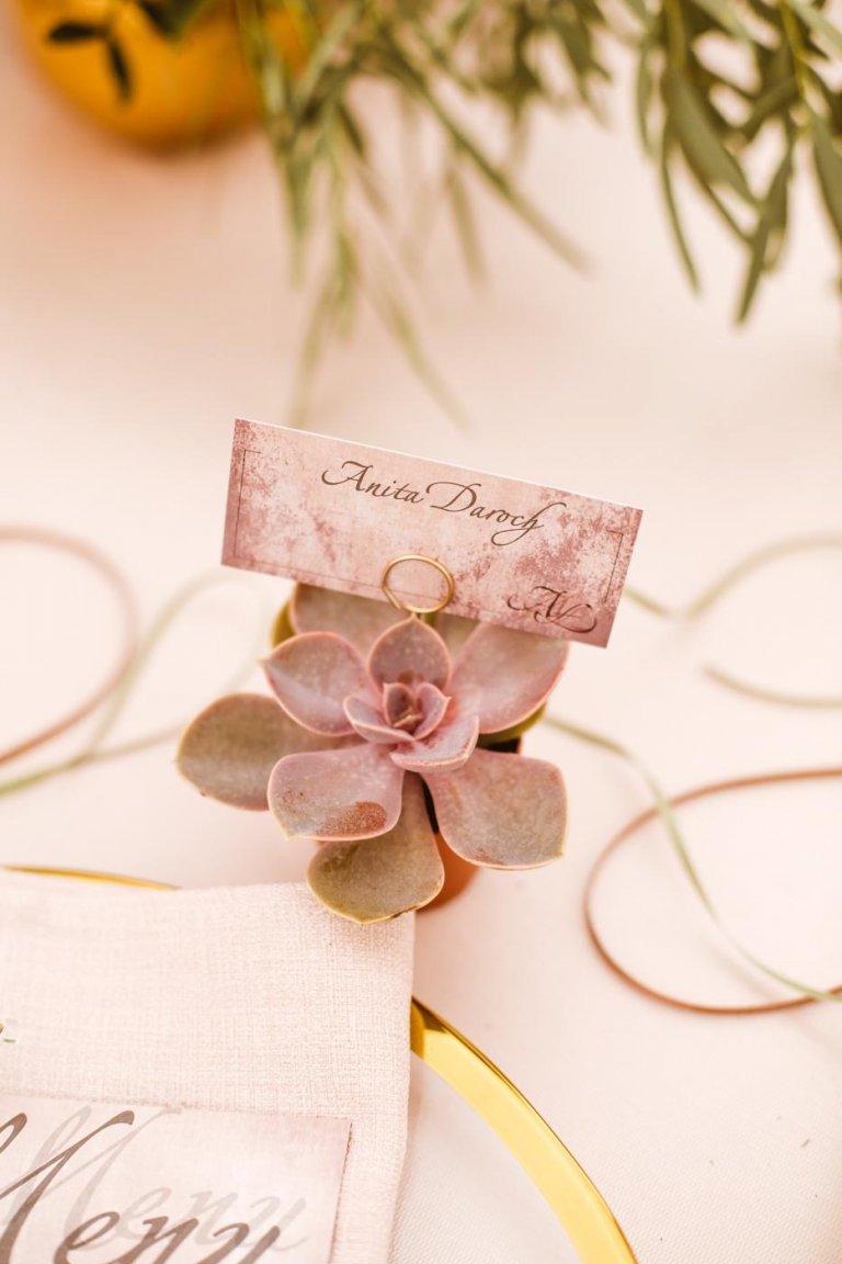 241fd9e997005e Możliwości jest wiele. Wystarczy odrobina fantazji. Jeśli dobrze  przemyślicie swój wybór, te drobne podarunki nie tylko uszczęśliwią gości  weselnych, ...